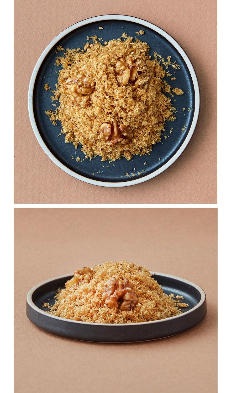 황태 보푸리 고슬고슬 황태가루에 호두를 넣어 달콤한 조청과 국산콩으로 만든 건강한 간장으로 단짠단짠의 맛을 담아낸 황태보푸리예요. 반찬 그대로 푹 한 숟갈 먹어도 맛있고, 밥에 솔솔 뿌려먹어도 꿀맛인 밥도둑이랍니다.