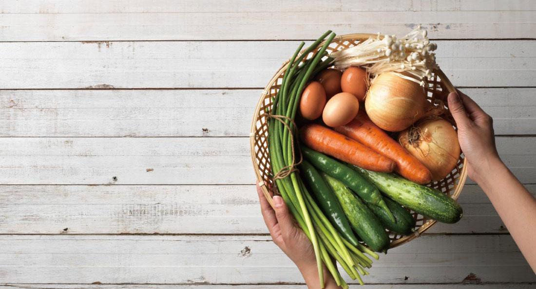 집반찬연구소는 국내산 식재료를 사용합니다. 국내산 식재료를 선호하는 이유는 농가나 업체에 직접 찾아가 식재료의 상태와 보관, 관리 과정을 눈으로 확인할 수 있기 때문입니다. 물론, 수급 상황에 따라 국내산 식재료를 사용하지 못할 때도 있습니다. 하지만 최대한 국내산 식재료를 사용해 자연의 본질적인 맛을 느끼실 수 있도록 최선을 다할 것입니다. 안전한 먹거리에 대한 걱정은 접어두셔도 좋습니다.